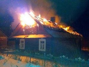 Вместе с баней сгорели хозпостройки и крыша дома